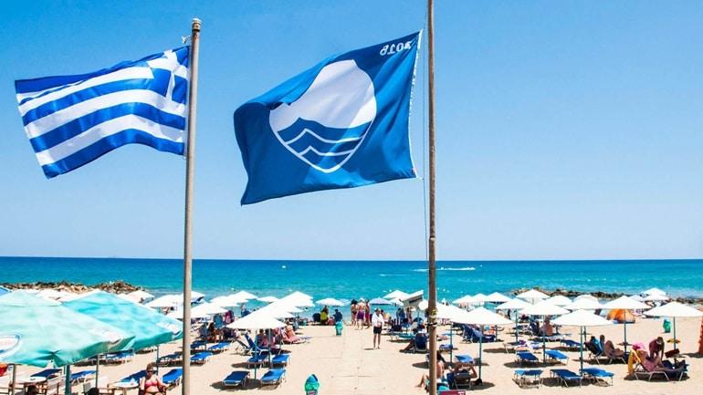 Γαλάζιες σημαίες: Στη 2η θέση παγκοσμίως η Ελλάδα - Ποιες είναι οι καθαρές παραλίες της Πελοποννήσου